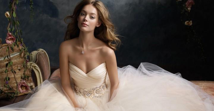 Sfaturi utile pentru alegerea rochiei de mireasa