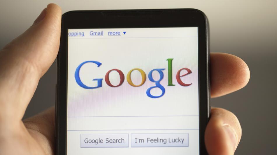 Google vrea sa lanseze propriul smartphone, pentru a surclasa iPhone de la Apple