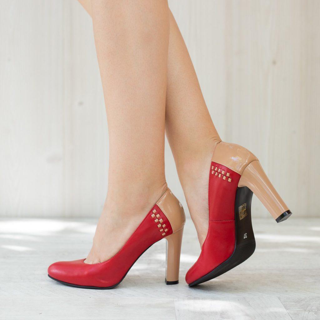 Inveseleste-ti zilele mohorate cu pantofii de dama din piele colorata