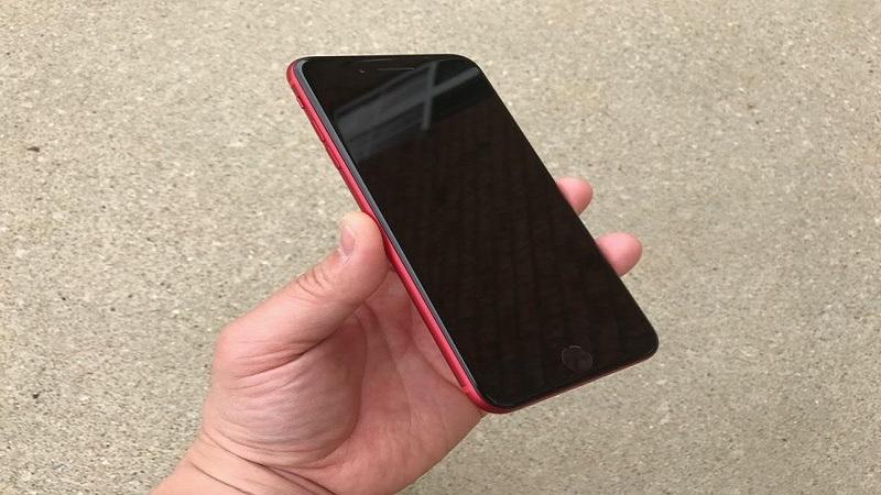 De ce ecranul iPhone-ului este negru?