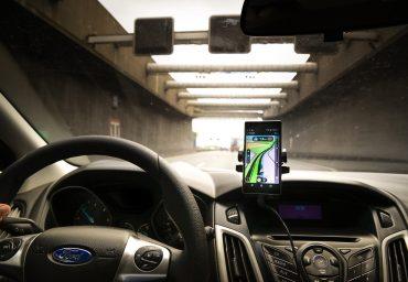 4 situatii in care un incarcator auto pentru telefonul mobil te poate salva